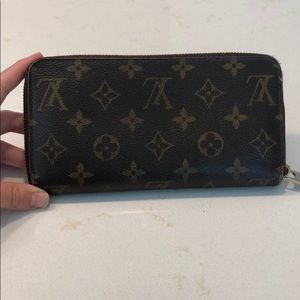 Authentic Louis Vuitton Original Zippy Wallet